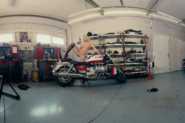 Blonde Stunner Gets Naughty in the Garage Daisy Lee