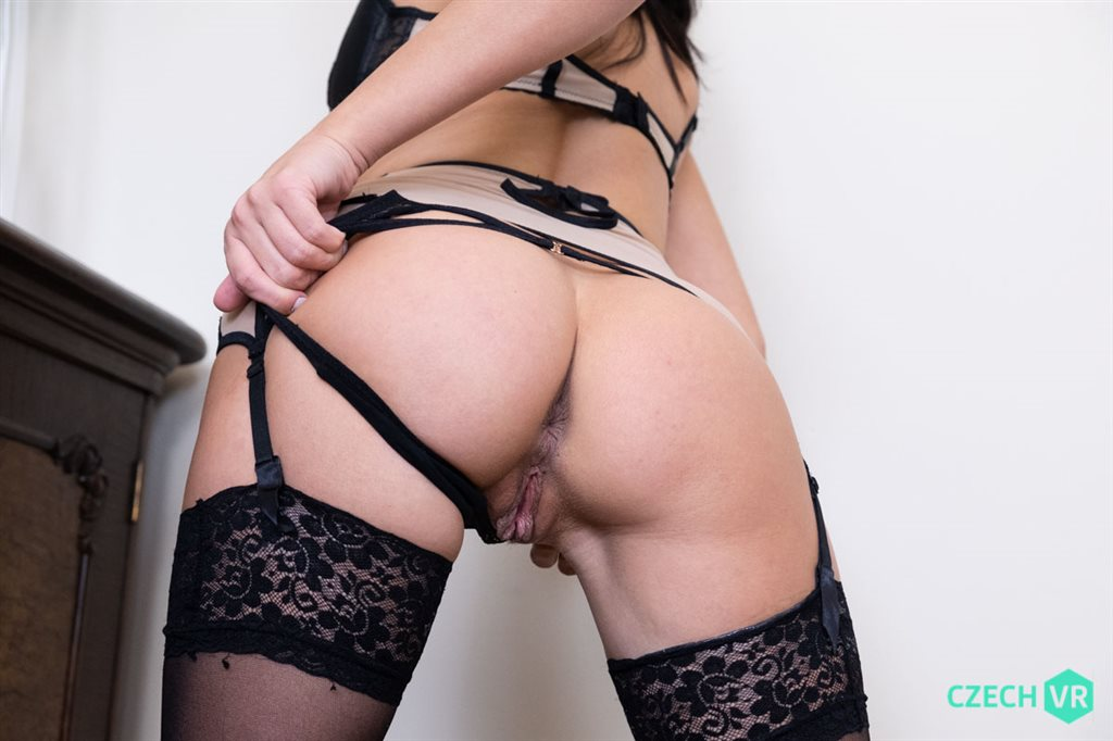 Czech VR 324 - Perfect Ass for You Nicole Black