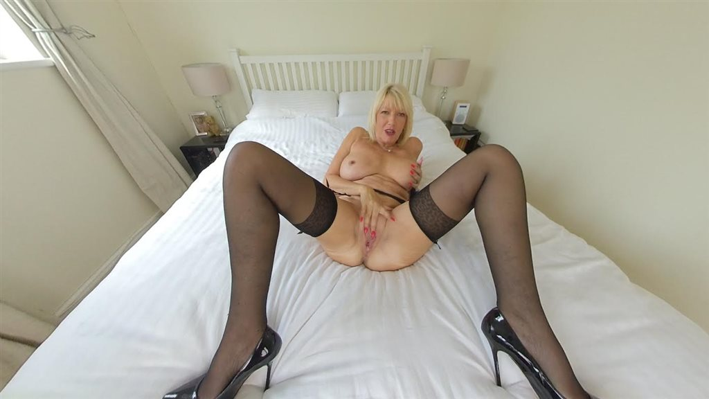 MILF Amy in Party Girl Amy Goodhead
