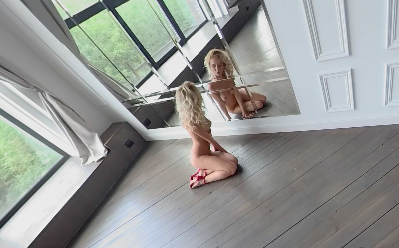 Lady in White - Fit Shaved Blonde MonroQ