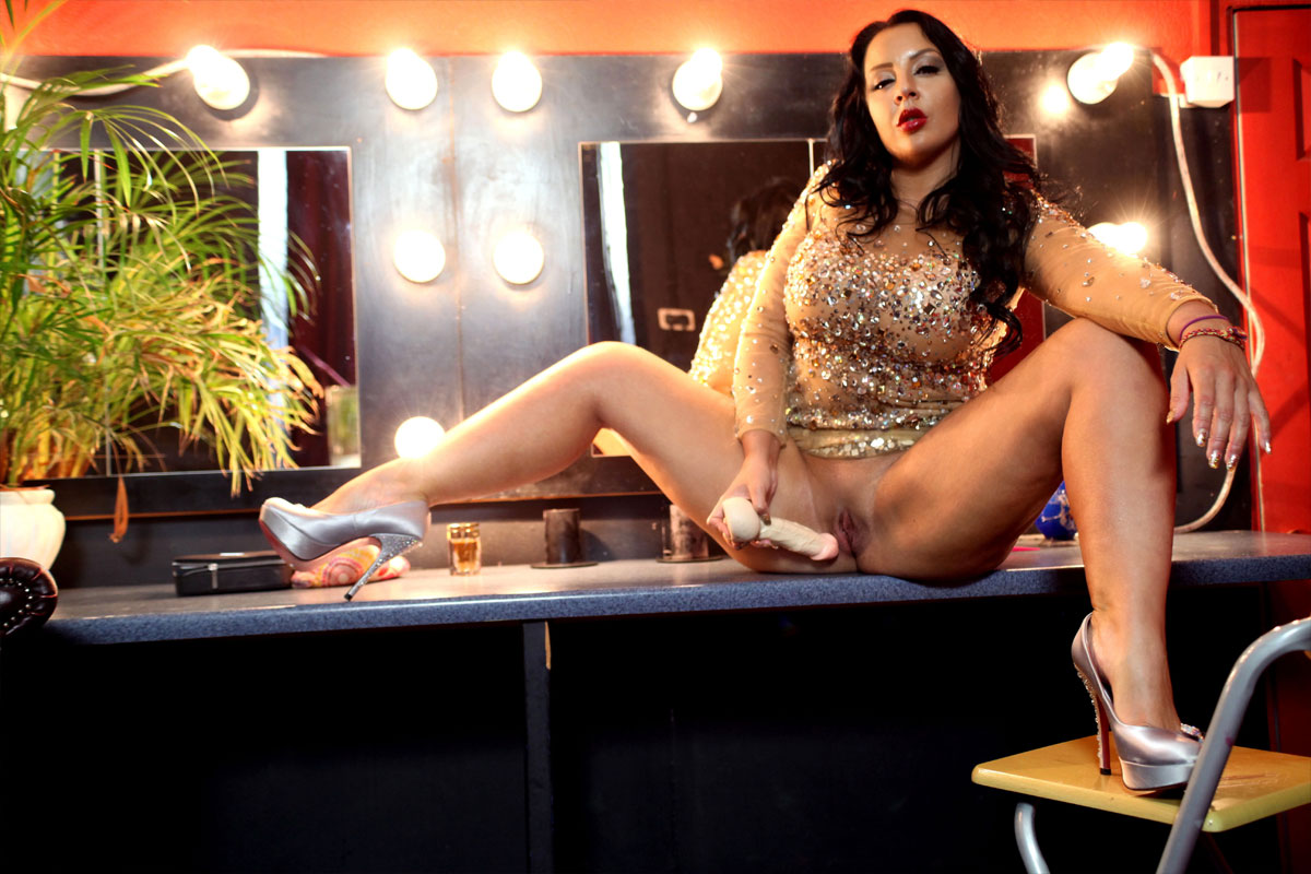 The Strip Club Changing Room - Chests MILF Toying at Work Lucy Devine