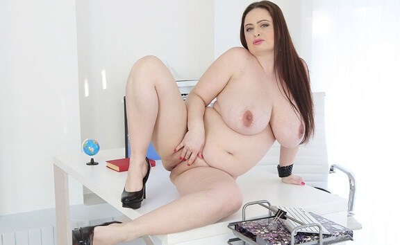 BBW Babe Is Pregnant - Very Busty Pregnant Fingering Sirale